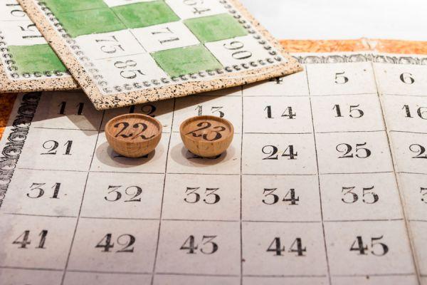Cómo jugar a la lotería en casa. Cómo hacer una lotería casera paso a paso. Cómo jugar al bingo en casa.