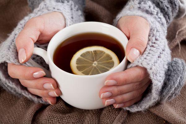 Infusión de hierbas para el síndrome premenstrual. Hierbas para aliviar los síntomas menstruales. Te para los dolores menstruales.