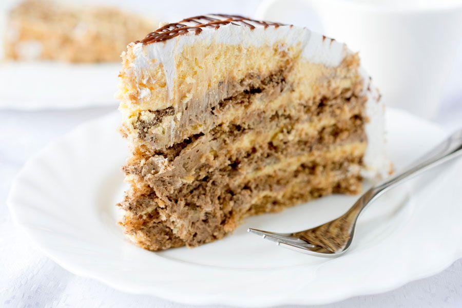 Porción de pastel para una boda elegante