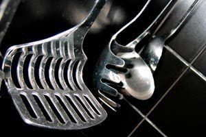 Cómo Limpiar y quitar el mal olor a los Utensilios de Cocina