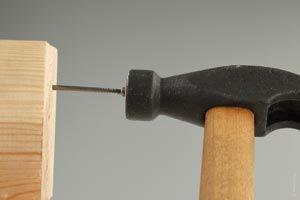 Evitar grietas al clavar un clavo en la madera