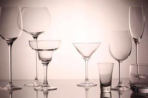 Ilustración de Cómo dejar los vasos y copas brillantes