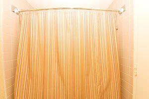 Ilustración de Cómo limpiar las cortinas del baño