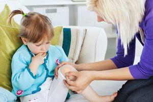 Ilustración de Cómo curar y cuidar las heridas en los niños
