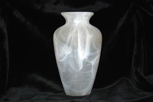 Cómo limpiar jarrones de cristal con cuello angosto