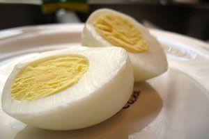Ilustración de Cómo pelar los huevos cocidos