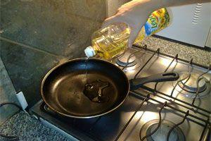 Ilustración de Cómo Cocinar Correctamente con Aceite