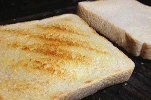 Ilustración de Cómo Tostar el Pan para que no se Quiebre al morderlo