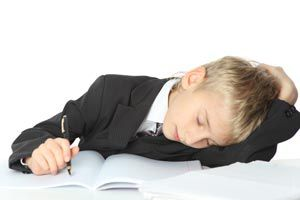 Ilustración de Cómo identificar problemas de sueño en los niños