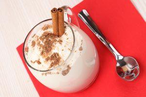 Evitar romper el vaso al servir bebidas calientes.