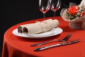 Ilustración de Cómo usar las servilletas en la mesa