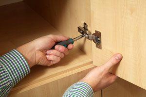 Ilustración de Como arreglar la puerta de un armario que no cierra bien