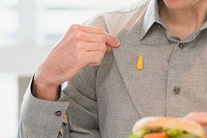 Trucos para quitar manchas de mostaza. Cómo eliminar las manchas de mostaza en la ropa. borrar manchas de mostaza en las prendas.