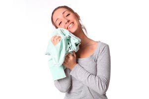 Cómo quitar el olor a humo de la ropa