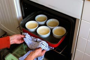 Ilustración de Cómo evitar que el mal olor del horno altere las comidas