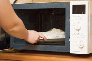 Ilustración de Cómo descongelar alimentos con el microondas