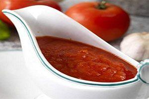 Cómo eliminar la acidez de la salsa de tomate