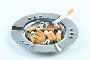 Cómo eliminar el olor a cigarrillo del ambiente.