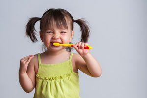 Ilustración de Implementando el Hábito de cepillarse los dientes en los niños