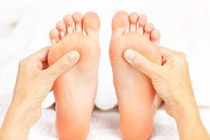 Ilustración de Cómo hacer un masaje en los pies