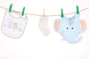 Ilustración de Cómo lavar la ropa del bebé