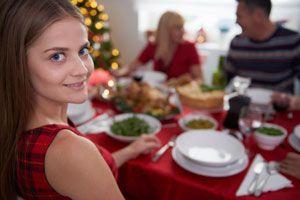 Ilustración de Cómo cuidarse con las comidas en las fiestas