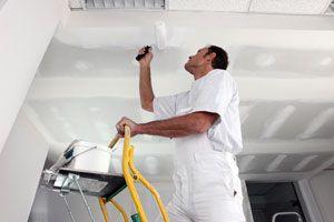 Ilustración de Cómo preparar los techos antes de pintar