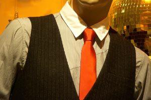 Ilustración de Cómo combinar una camisa con una corbata