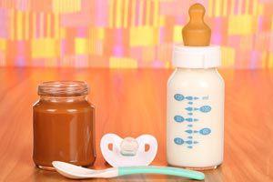 Ilustración de Cómo tener lo necesario para alimentar a un bebé