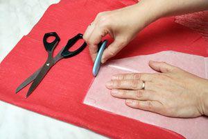 Ilustración de Cómo colocar un patrón (molde) correctamente sobre una tela