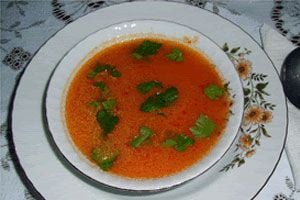Ilustración de Cómo hacer sopa de arroz y tomate en el microondas