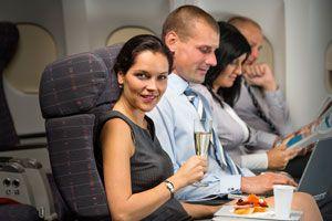 Ilustración de Cómo viajar más cómodo en clase turista