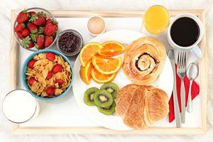 Ilustración de Cómo preparar desayunos sanos y diferentes