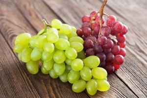 Ilustración de Cómo pelar uvas