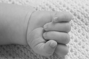 Ilustración de Cómo ayudarle al niño a controlar sus manos
