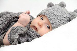 Guia para tejer un suéter de lana para el bebé. Procedimiento para tejer un sueter de bebé. Sueter hecho a mano para un recien nacido
