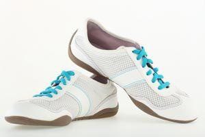 Zapatillas de cuero claro