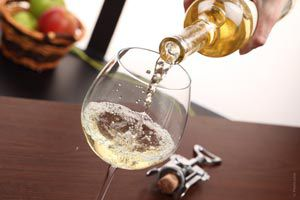 Ilustración de Cómo servir un vino