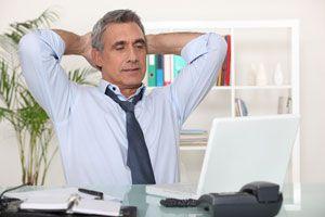 Ilustración de Consejos y ejercicios al trabajar sentado