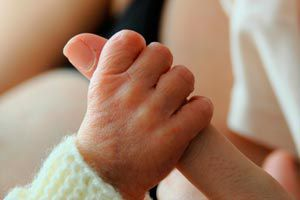Ilustración de Cómo ayudar a un recién nacido