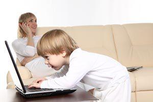 Ilustración de Cómo educar a los hijos con juegos de computadora (prioridades y organización)