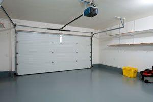 Ilustración de Cómo Limpiar Manchas de Aceite de Motor del Garaje