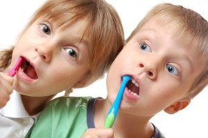 Ilustración de Cómo cepillar los dientes de los niños