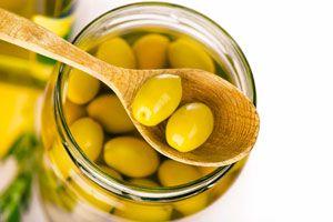Ilustración de Cómo Preparar Aceitunas en Salmuera y en Aceite