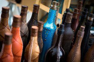 Ilustración de Cómo Forrar Botellas con papel imitando Cuero