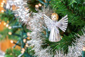 Ideas para hacer un ángel para decorar la punta del árbol de navidad. Decora tu pino navideño con ángeles.
