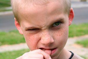 Ilustración de Cómo actuar cuando los niños se comen las uñas