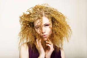 Ilustración de Recetas caseras para evitar el frizz en el cabello