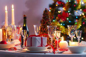 Ilustración de Cómo hacer centros de mesa reciclados para la cena navideña