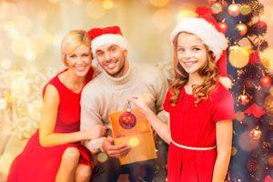 Ilustración de Cómo crear adornos de Navidad con los invitados